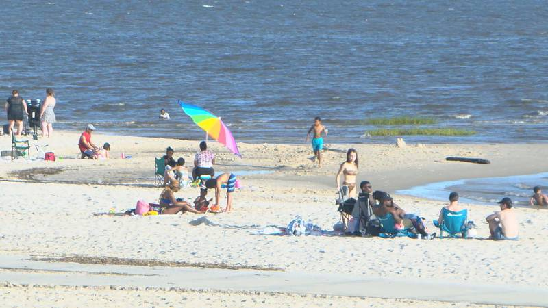 Thousands show up to south Mississippi shores