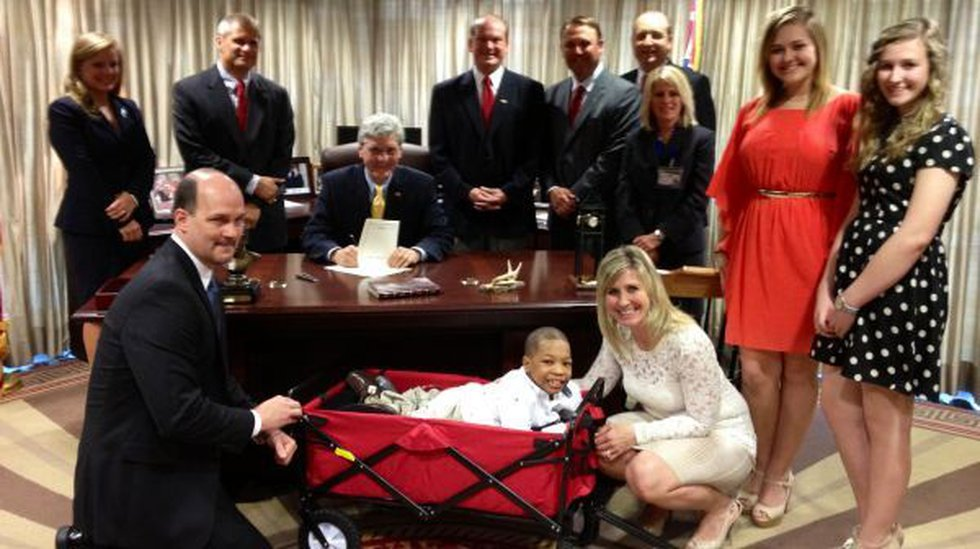 Monday, Governor Phil Bryant signed into law HB 1259, also known as the Lonnie Smith Act.