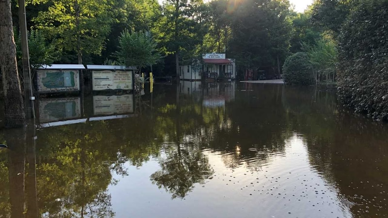 Perk Beach floods; People scramble for high ground