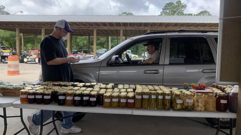 Drive-through farmers market in Hancock County