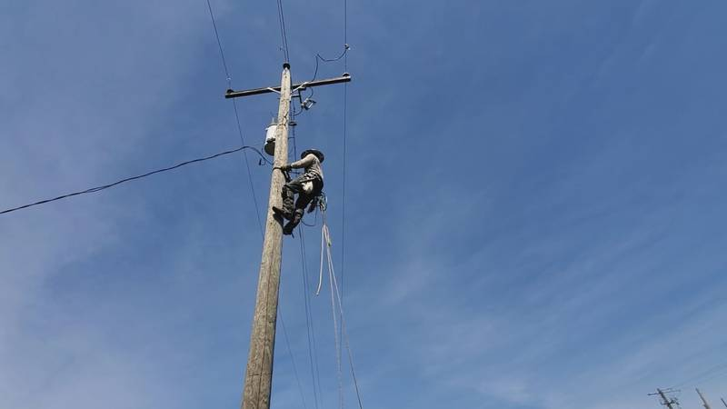 Linemen learn the basic skills of the job during training modules.